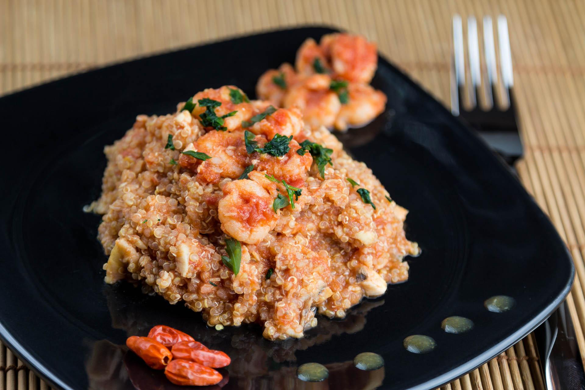 Quinoa con ragù di pesce